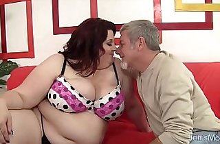 Fat Beauty Gets Her Mouth and Twat Filled with Thick white Cock
