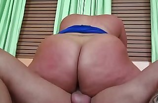 Chunky MILF Slides Her Big Ass Up Down On A Hard Dick