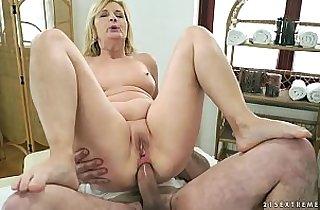 Vip  grannies  ,  huge asses  ,  massage   sex videos