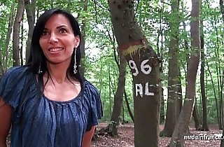 Georgous amateur milf gets rendez vous in a wood before anal sex at home